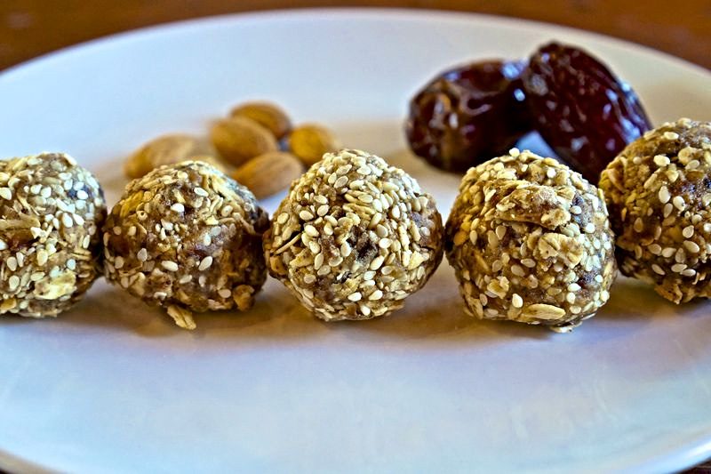 Almond & Oat Protein Balls
